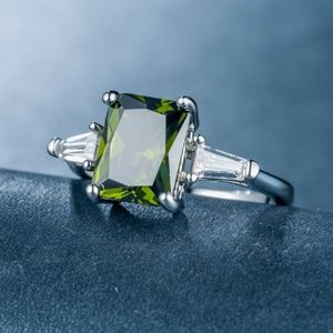 Women's Emerald Cut Peridot Ring